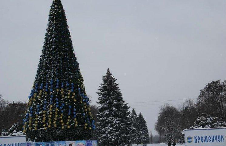 У Кременчуці новорічна ялинка засяє патріотичними кольорами