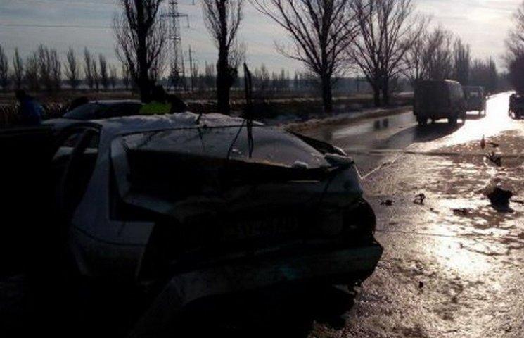 У Кривому Розі на вкритій льодом дорозі зіткнулося чотири автівки
