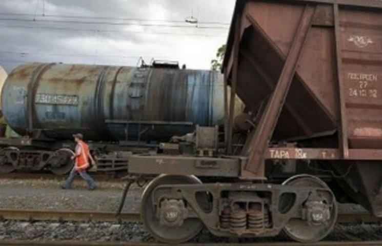 Гройсмана закликали не допустити зростання залізничних тарифів до створення НКРТ