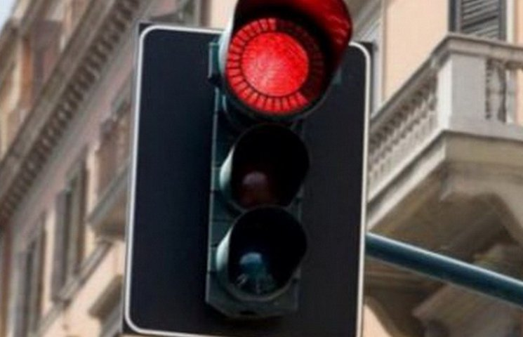 На яких перехрестях Дніпра встановлять світлофори