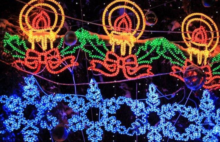 Герб міста, ретро-автомобіль з Дідом Морозом та інші сюрпризи: Як світитиметься новорічна Вінниця