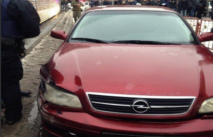 У Дніпрі під час резонансної погоні грабіжники протаранили поліцейське авто