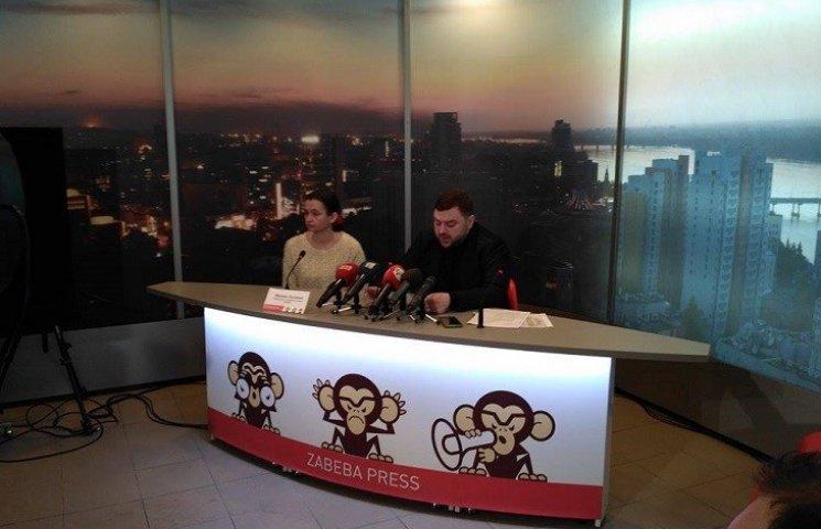 У Дніпрі скандал між активістами та чиновниками Філатова навколо ремонту ліфтів