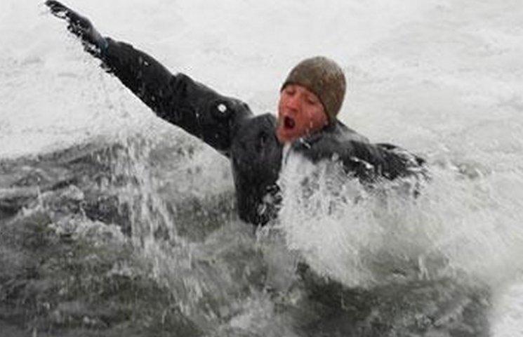 У Дніпрі рятувальники та патрульні витягли потопаючого чоловіка та дитину