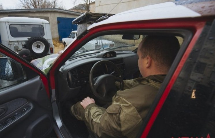"""""""Вінниці"""" від Вінниці: Волонтери передали бійцям позашляховик"""