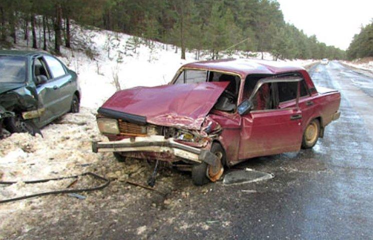 """На Полтавщине на автодороге """"Лубны - Опошня"""" столкнулись две машины"""