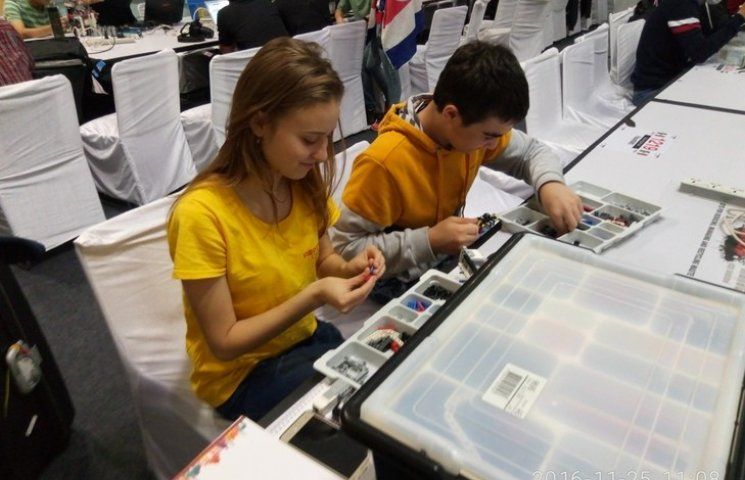 Еко-робот десятикласниці з Вінниці став одним з кращих на міжнародній олімпіаді в Індії