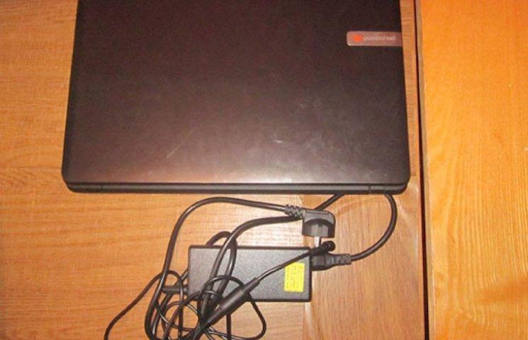 Пришел в гости и украл ноутбук: В Миргороде парень обокрал студентку