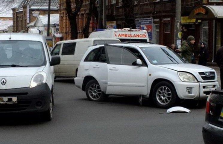 У резонансній аварії з некерованим трактором у центрі Дніпра постраждали люди