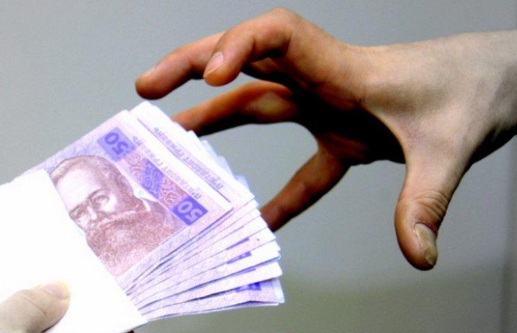 В Марганце судят чиновников, которые требовали взятку за установку Мафов