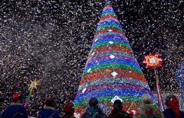 Як збирали головну новорічну ялинку Бердянська (ТАЙМЛАПС)