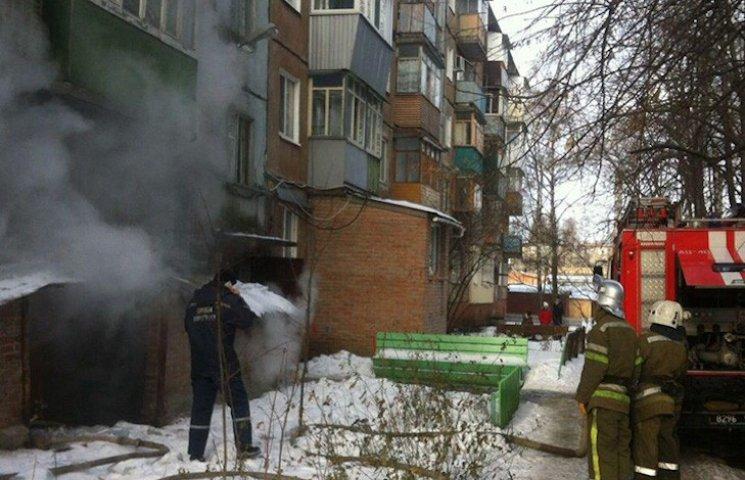 В Полтаве спасатели вынесли мужчину из горящего подвала