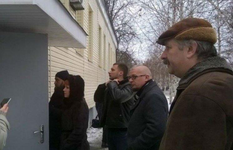 У Полтаві активісти не допустили до роботи звинувачену в хабарництві чиновницю