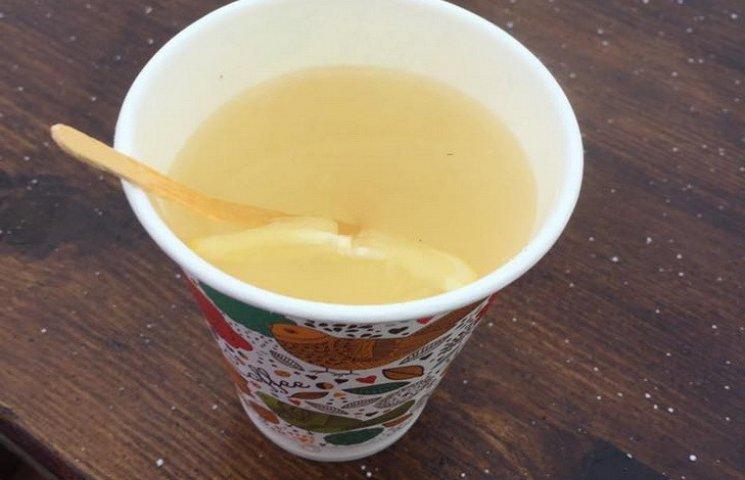 В Каменском на открытии елки продавали бесплатный чай