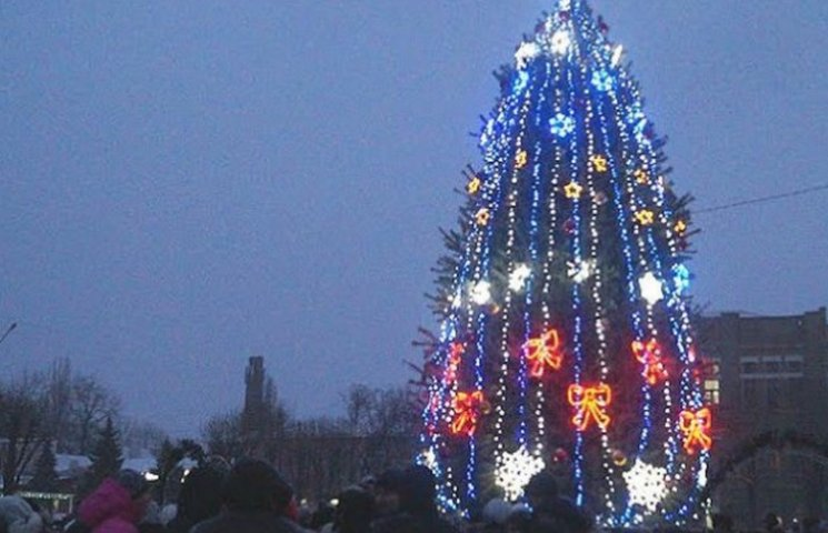 У столиці Західного Донбасу відкрили головну новорічну ялинку