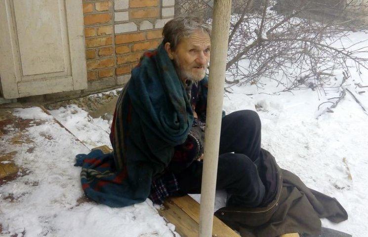 На Вінниччині в охопленому вогнем будинку мало не згорів 70-річний чоловік