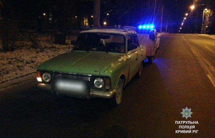 У Кривому Розі чоловік атакував ножицями машину патрульних поліцейських