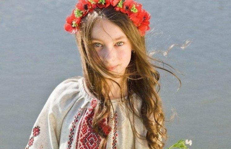 """Юна вінницька волонтерка продає подарунок """"від Миколая"""", щоб допомогти пораненим бійцям"""
