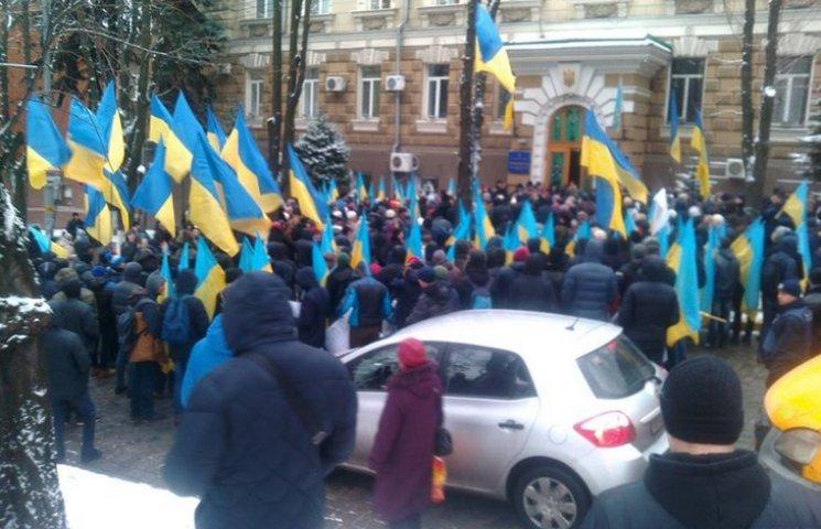 Через мітинг під прокуратурою перекрили центральний проспект Дніпра