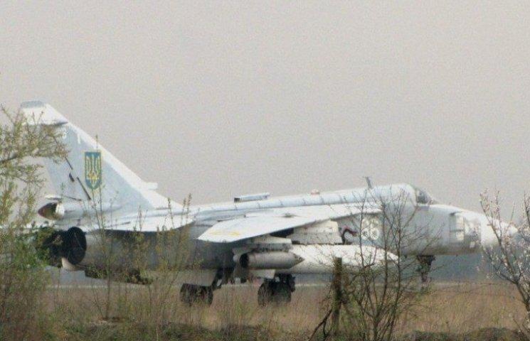 Старокостянтинівський аеродром фронтовий бомбардувальник Су-24М, основний тип літаків, які сьогодні на озброєні 7 бригади тактичної авіації у Старокостянтинові
