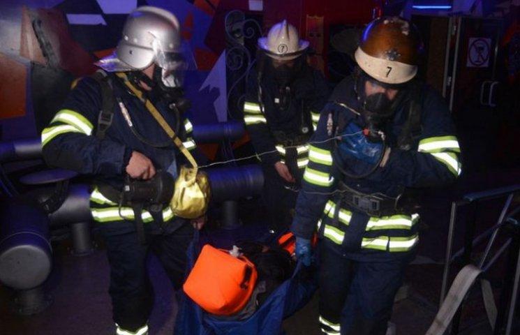 У Кам'янському рятувальники витягали людей з нічного клубу