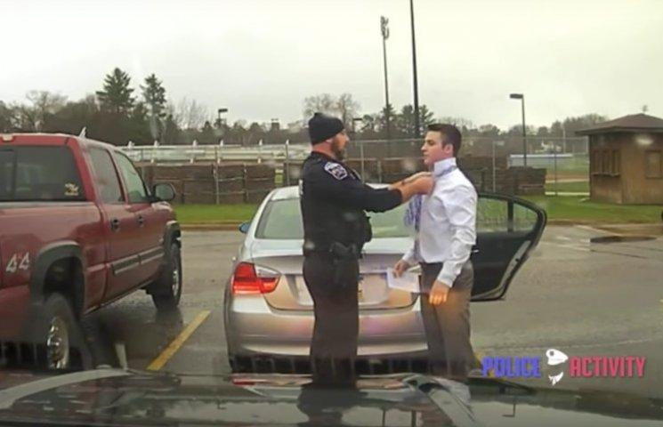 Як в США поліцейський допоміг правопорушнику зав