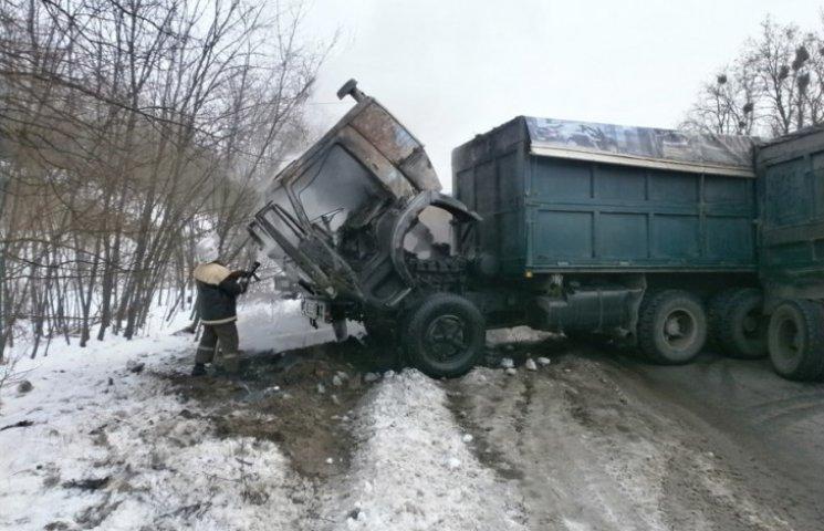 На Полтавщині горіла вантажівка з кукурудзою
