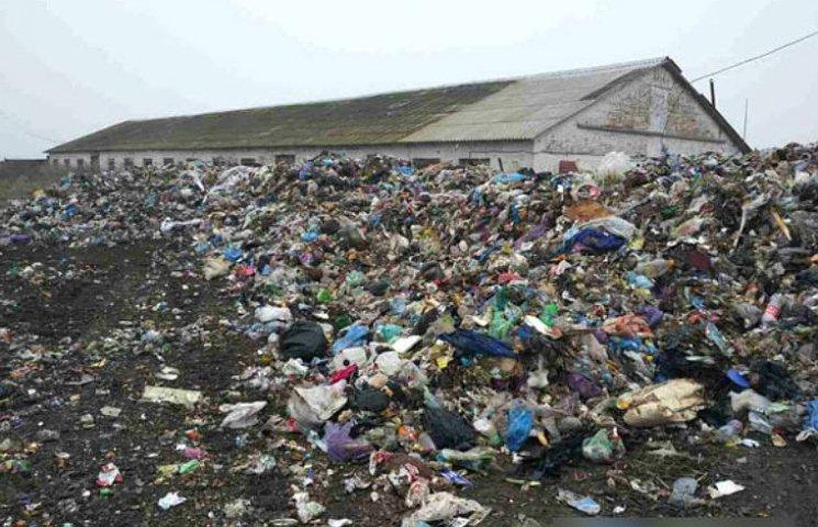 На Полтавщине снова задержали грузовики со львовским мусором