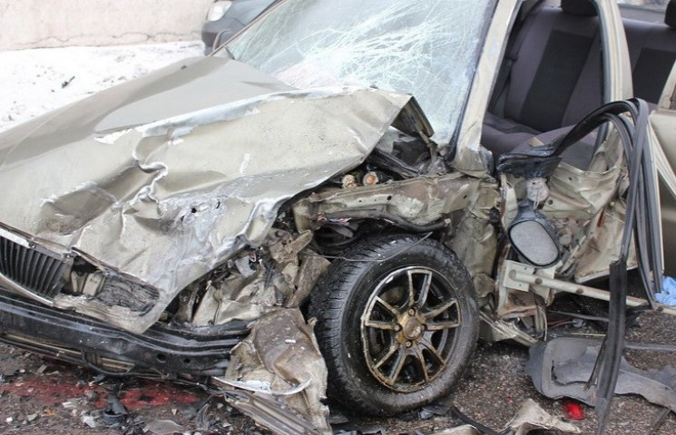В Днипре возле моста разбились четыре машины