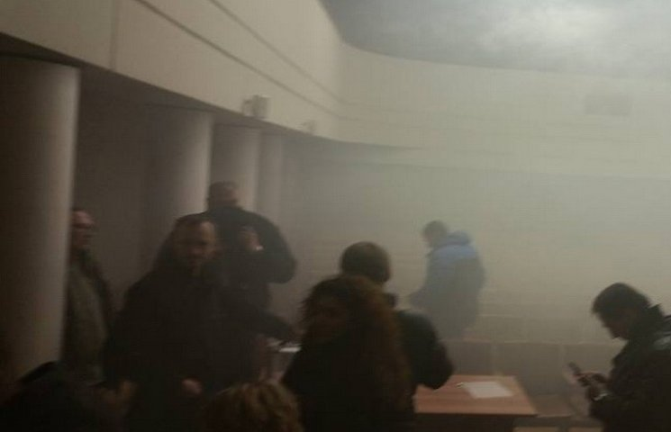 Депутатів у Дніпрі налякали вибухом у сесійній залі