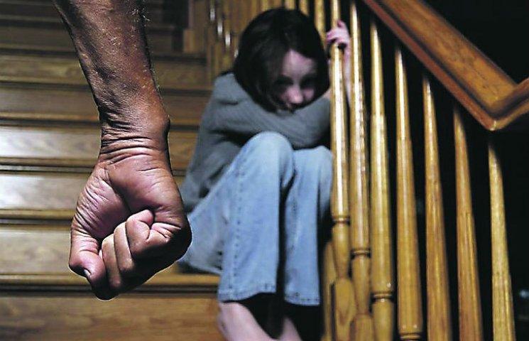 В Полтаве задержали 48-летнего растлителя малолетней девочки