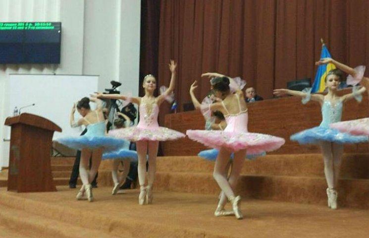 На сессии Полтавского облсовета танцевали балет