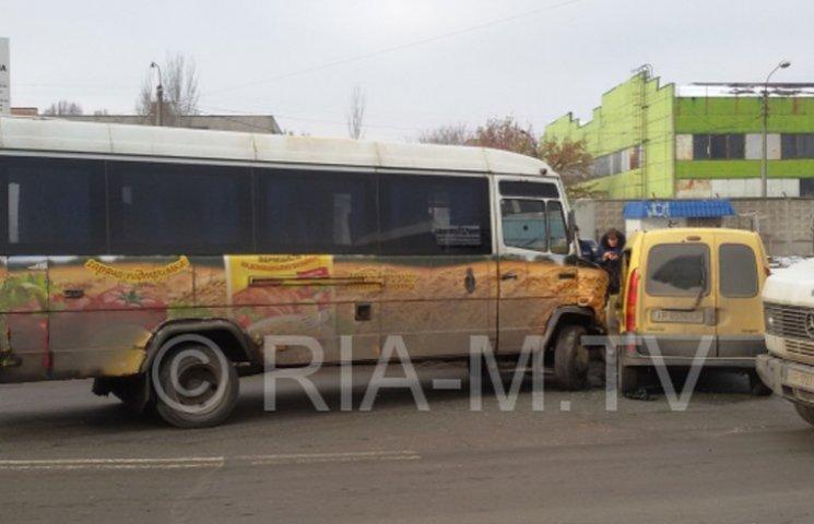 У Мелітополі маршрутка з пасажирами потрапила в ДТП