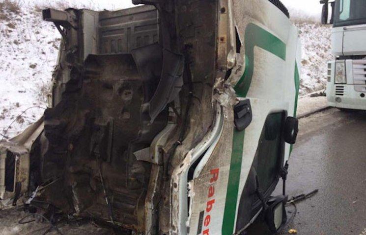 У Лубенському районі зіткнулися дві вантажівки, є постраждалий