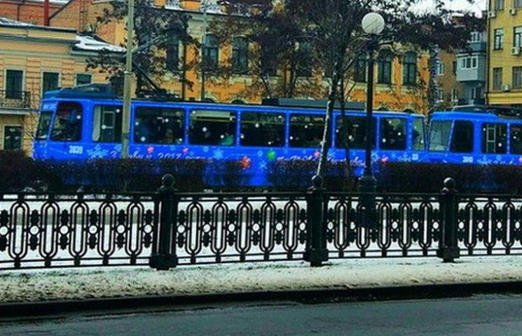 В Днипре в новогоднем трамвае пассажиров поздравит Дед Мороз