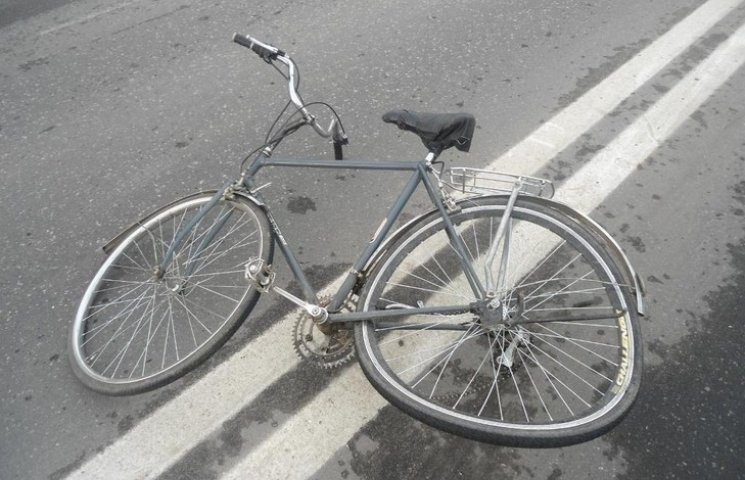 """Вінничанин на """"Опелі"""" збив велосипедистку з дитиною"""