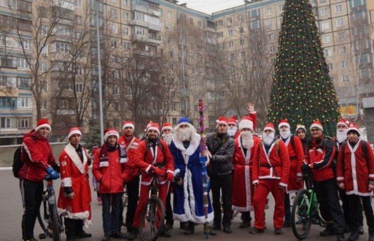 В Кривом Роге состоялся велопробег Дедов Морозов