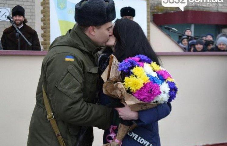 У столиці Західного Донбасу нацгвардієць з автоматом освідчився нареченій