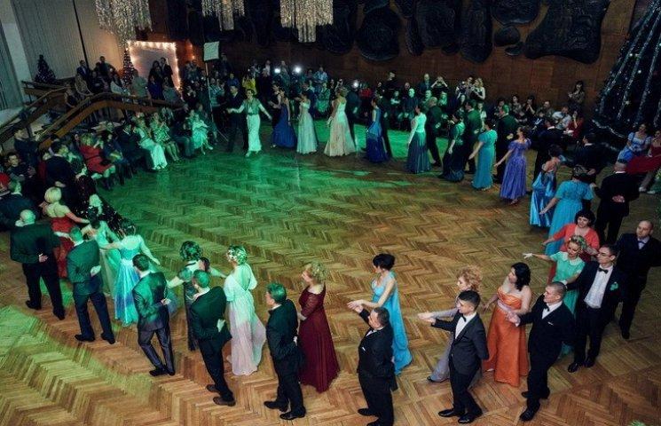 У Дніпрі відбувся перший в Україні різдвяний бал для АТОшників