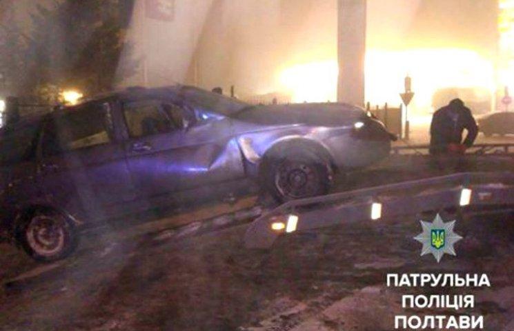 В Полтаве пьяный водитель разбил машину