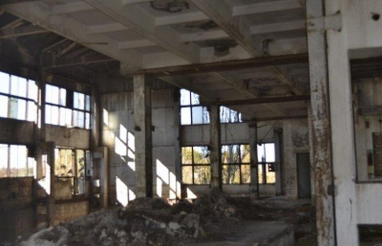 """Півмільйона на сміття: у Вінниці нарешті вивезуть небезпечні відходи з колишнього заводу """"Термінал"""""""