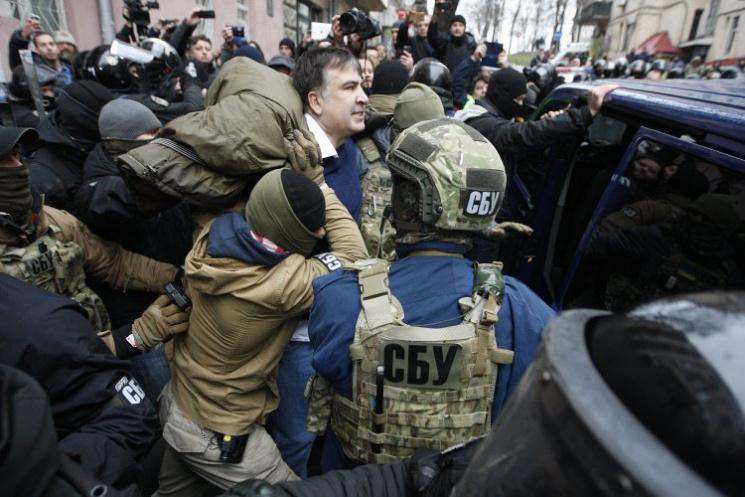 Заворушення на Костьольній: Як затримували і відпускали Саакашвілі (ФОТОРЕПОРТАЖ)
