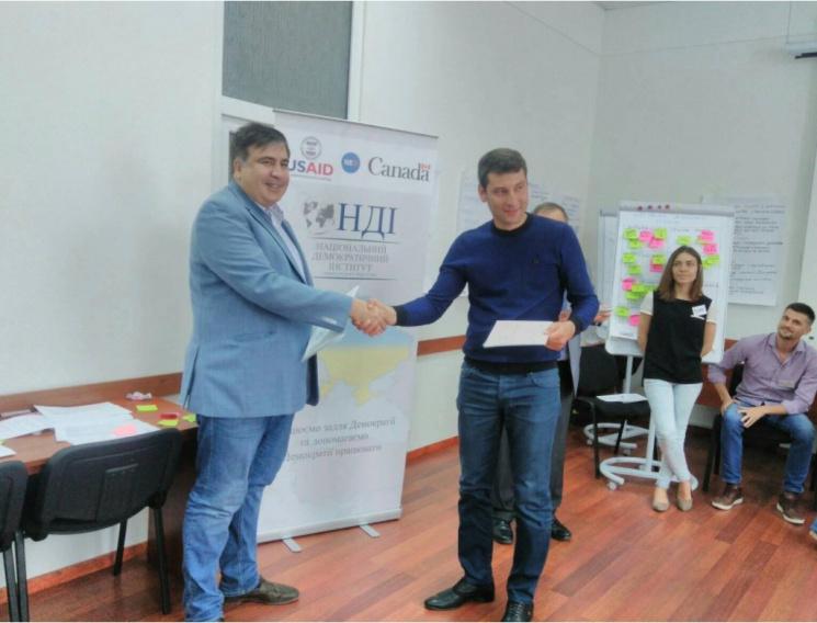 Шум исвист: Как народные избранники смотрели видео аудиозаписей разговоров Саакашвили иКурченко