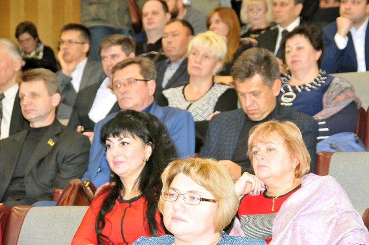 """Вчителі, """"трунар"""", акушер: Кого Запорізька облрада поставила """"рулити"""" комунальниками"""