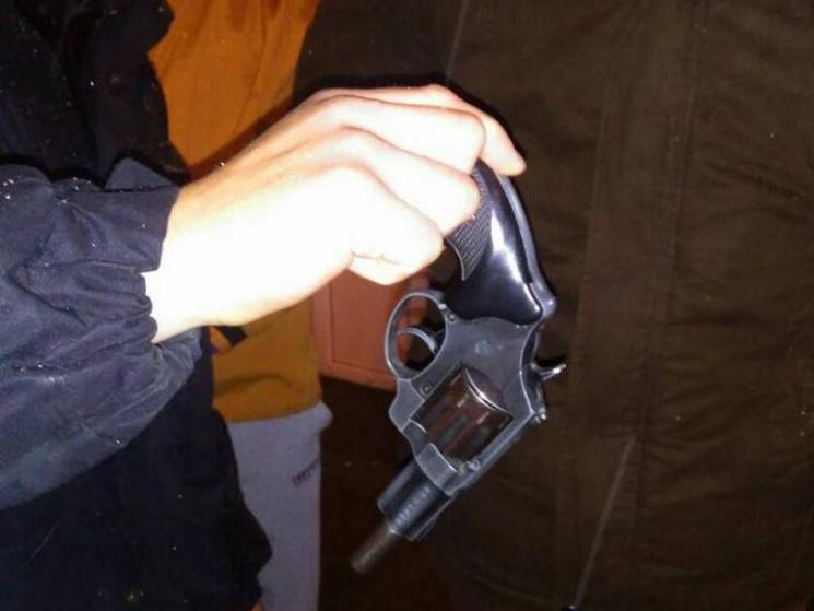 У Сумах біля кафе жінкам погрожували револьвером та газовим балончиком