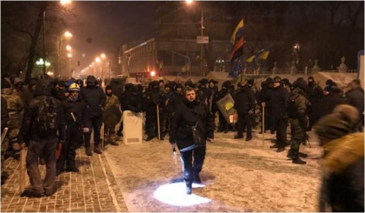 Відео дня: Поліція штурмує табір Саакашвілі, росіяни плачуть за Олімпіадою