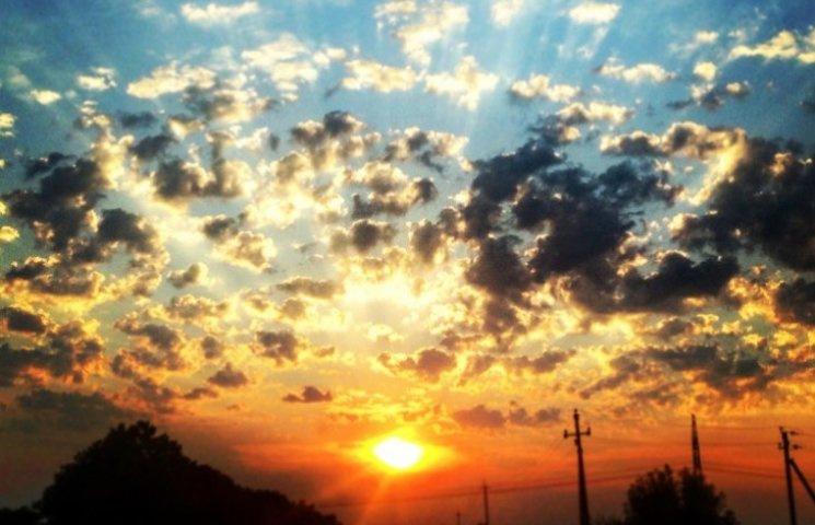 Як закарпатський захід сонця в сірі будні може розмалювати все навколо (ФОТО)