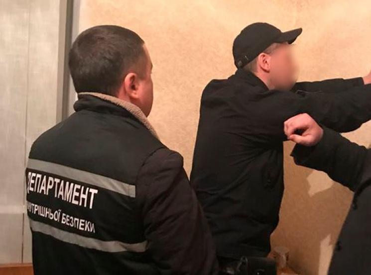 На Кіровоградщині поліцейські продавали наркотики арештантам [ Редактировать ]