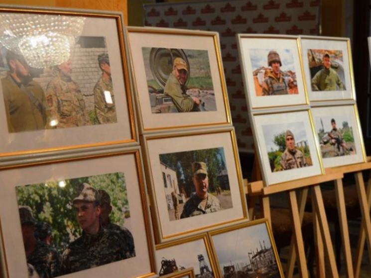 """""""Обличчя війни"""": У Полтаві відкрили фотовиставку військових кореспондентів"""