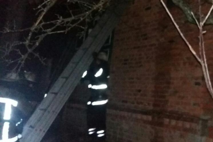 Під Харковом у палаючому будинку знайшли труп чоловіка (ФОТО)